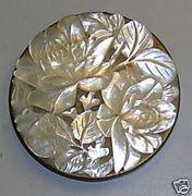 Compact d'époque de Schildkraut faitavec du nacre de perle.