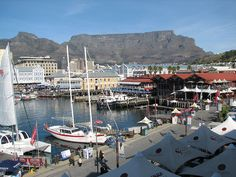 Harbour near Table Mountain South Africa Great Places, Places To Go, Beautiful Vacation Spots, Table Mountain, World Pictures, We The Best, Best Cities, Cape Town, Beautiful World