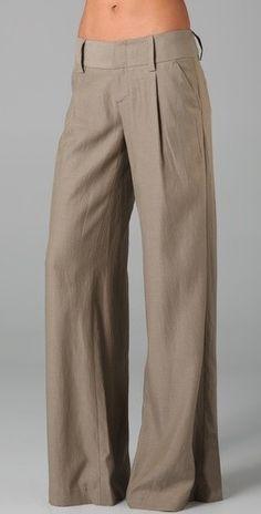 Pants like these, make me wish I had long legs. Pantalon Large, Casual Outfits, Fashion Outfits, Pleated Pants, Work Wardrobe, Linen Pants, Work Attire, Short, Wide Leg Pants
