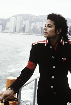 Michael Jackson STANDING on the dock of the bay.