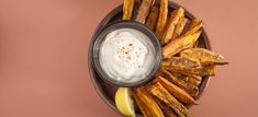 Aioli is a mayonnaise that's used as a dipping sauce. This healthy plant based option is super creamy and it works beautifully with sweet potato fries or burgers. Tapas Recipes, Raw Vegan Recipes, Cooking Recipes, Healthy Recipes, Vegan Food, Healthy Meals, Aioli, Vegetable Sides, Sauces