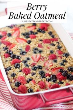 52 BEST Breakfast Oatmeal Recipes Mixed Berry Vanilla Baked Oatmeal – This easy baked oatmeal is filled with oats, maple syrup, fresh berries and fragrant vanilla. It's the perfect make-ahead breakfast for busy mornings. Make Ahead Breakfast, Healthy Breakfast Recipes, Brunch Recipes, Dessert Recipes, Healthy Recipes, Breakfast Ideas, Breakfast Fruit, Avacado Breakfast, Fodmap Breakfast