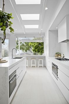 Kitchen Design Inspiration for Your Beautiful Home Browse through our incredible collection of luxury kitchen designs ideas and pictures. The post Kitchen Design Inspiration for Your Beautiful Home appeared first on Design Diy. Luxury Kitchen Design, Luxury Kitchens, Interior Design Kitchen, Home Interior, Cool Kitchens, Modern Kitchens, Galley Kitchens, Contemporary Kitchens, Small Kitchens