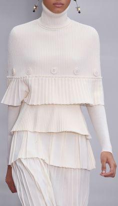 Salvatore Ferragamo at Milan Fashion Week Fall 2016 - Details Runway Photos Knitwear Fashion, Knit Fashion, Look Fashion, Fashion Details, Runway Fashion, Timeless Fashion, Womens Fashion, Winter Fashion, Fashion Design