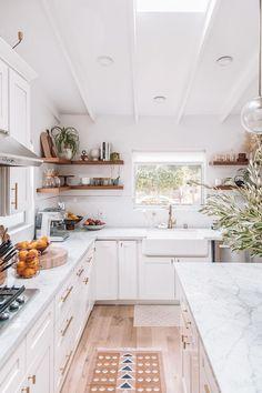 cozy kitchen design // all white kitchen // white cabinets // floating shelves // open shelves // small kitchen design Neutral Kitchen, Cozy Kitchen, Home Decor Kitchen, Kitchen Living, Interior Design Kitchen, New Kitchen, Home Kitchens, Kitchen White, Kitchen Ideas