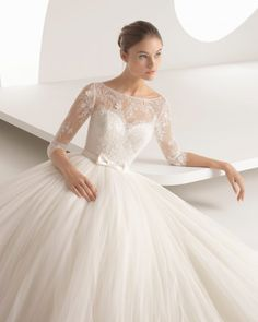 This gem of a dress is the result of combining a stunning, beaded lace bodice with a sensational tulle skirt. The long sleeves give the gown an air of supreme elegance. Alma. Rosa Clara 2018
