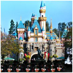 Throw the ultimate Disneyland Themed party and borrow some of these creative decorating ideas! Diy Craft Projects, Crafts For Kids, Diy Crafts, Disney Parties, Walt Disney World Vacations, Types Of Craft, Disney Theme, Pinterest Diy, Disney Tips