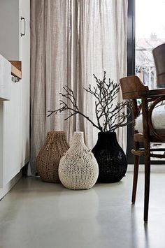 Just what I need on a cold day like today, knitted vases for my house!