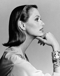 Lauren Hutton with jewelry by Bulgari, photo by Francesco Scavullo, 1975