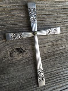Beautiful hand-made cross from silverplate silverware. Silverplateandspoon.com Silverware Jewelry, Spoon Jewelry, Ammo Jewelry, Bullet Jewelry, Fork Art, Spoon Art, Recycled Silverware, Sculpture Metal, Cross Crafts