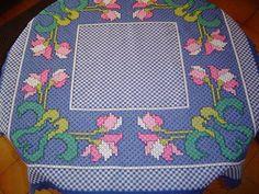 Toalha de Mesa Bordada em tecido xadrez | * Feito Com Carinho * | 22AFFC - Elo7