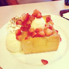 Shibuya Honey Toast w/ fresh strawberry @ After You Honey Toast, Bread Toast, Waffles, Cheesecake, Beverages, Strawberry, Sweets, Fresh, Wallpaper