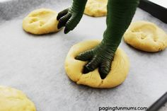 These adorable Dinosaur Footprint Cookies are as fun to make as they are to eat. Perfect for parties, a lunchbox treat or a special after school snack! Dinosaur Food, Dinosaur Cupcakes, Dino Cake, Dinosaur Birthday Cakes, Dinosaur Party, 3rd Birthday, Birthday Ideas, Cool Birthday Cakes, Mickey Party