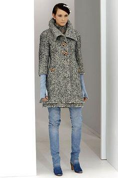 Chanel Fall 2006 Couture Fashion Show - Ekaterina