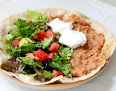 Quick Easy Pinto Bean Burrito Recipe Kid Friendly Meal: Refried beans, salsa, salad fixings, vegan or dairy sour cream and cheese, tortillas Vegan Main Dishes, Veggie Dishes, Vegetarian Cooking, Vegetarian Recipes, Vegetarian Lunch, Delicious Recipes, Easy Recipes, Yummy Food, Healthy Recipes