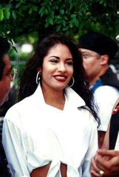 A rare beautiful pic of Selena Quintanilla I found on IG Selena Quintanilla Perez, Selena Pictures, Her Music, Aaliyah, American Singers, Role Models, Music Artists, Beautiful Women, Simply Beautiful