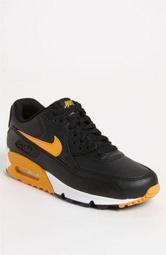 Nike 'Air Max 90 Essential' Sneaker