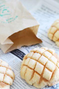 Tsukisima melon bun, melon bread