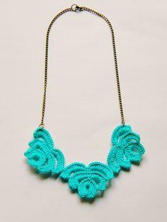 vestida de domingo: azul