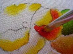 divida a pétala e preencha com amarelo e vermelho matizando