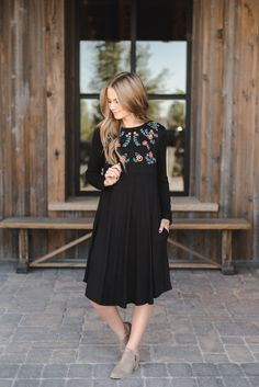 Sunday dress, apostolic fashion, modest fashion, fashion clothes, fashion d Modest Black Dress, Modest Wear, Semi Formal Dresses Modest, Modest Church Outfits, Church Dresses For Women, Skirt Outfits Modest, Look Fashion, Fashion Models, 90s Fashion