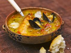 Fish soup by Jamie Oliver Dutch Recipes, Fish Recipes, Real Food Recipes, Soup Recipes, Great Recipes, Cooking Recipes, Favorite Recipes, Jamie Oliver, Fish Soup