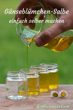 Aus einfachen Zutaten ist die heilende Gänseblümchensalbe ganz schnell hergest… From simple ingredients, the healing daisy ointment is made quickly and saves you from buying expensive wound and healing ointments. Beauty Case, Diy Beauty, Water Based Nail Polish, Life Hacks, Daisy, Maybelline, Diy Skin Care, Natural Cosmetics, Diy Nails