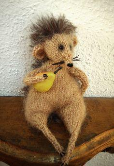 Igel mit Birne Geschenk Gift Soft Toy von ArtlessTM auf Etsy