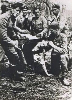 The ustaše guards pose for photo while also showing their cruelty. Die Ustascha waren kroatische Faschisten, die mit der deutschen Wehrmacht und den Nazis kollaborierten.