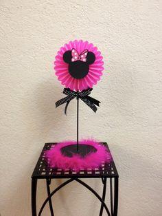 Minnie Mouse Birthday Centerpiece pink boa  Baby por TheGirlNXTdoor