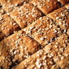 Kaurainen peltileipä syntyy kädenkäänteessä - Kulinaari-ruokablogi Takana, Banana Bread, Desserts, Tailgate Desserts, Deserts, Postres, Dessert, Plated Desserts