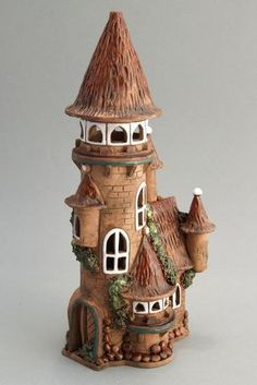 Fairy houses photos) Use a Pringles can. Clay Fairy House, Fairy Garden Houses, Clay Houses, Ceramic Houses, Miniature Fairy Gardens, Miniature Houses, Bottle Art, Bottle Crafts, Pottery Houses