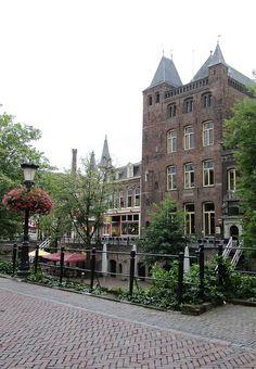 In 1712 kocht Willem baron Van Lintelo, die het huis van Frederick Borre van Amerongen aan de Voorstraat huurde, het Huis Oudaen op de Oudegracht, maar hij ging er niet wonen.