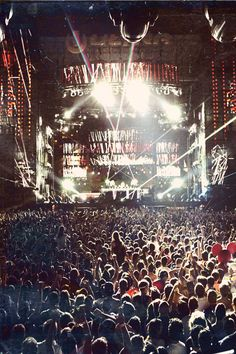 Dave Matthews is the best live, hands down Music Is Life, Live Music, My Music, Trance, Pub Radio, It's All Happening, Dave Matthews Band, Edm Festival, Festivals
