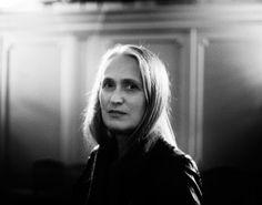 Jane Campion   http://revistavortice.wordpress.com/2014/08/29/rompiendo-las-barreras-del-septimo-arte-una-breve-historia-sobre-directoras-de-cine/