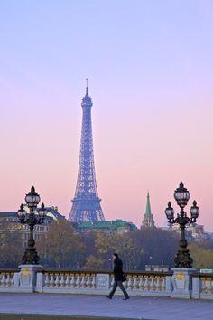 97 cosas que hacer en Paris, una vez en la vida.  http://www.traveler.es/viajes/mundo-traveler/articulos/97-cosas-que-hay-que-hacer-en-paris-una-vez-en-la-vida/5637