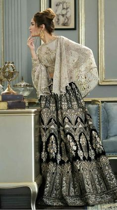 Pakistani Fashion Party Wear, Pakistani Formal Dresses, Pakistani Wedding Outfits, Indian Gowns Dresses, Pakistani Dress Design, Indian Fashion, Pakistani Casual Wear, Walima Dress, Dresses Dresses
