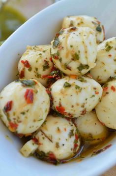 Marinated Mozzarella — From Scratch with Maria Provenzano - - Like any good Italian girl, I love mozzarella cheese! It is stamped into our DNA. Many Italians like spicy food as well, but that love didn't start for me until after having my son. Appetizer Dips, Appetizers For Party, Appetizer Recipes, Healthy Appetizers, Spicy Recipes, Cooking Recipes, Healthy Recipes, Pollo Stroganoff, Marinated Cheese