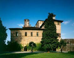 VAL CHISONE / SALUZZO - CASTEL DELLA MANTA fr.wikipedia.org/...#chateau #fresque #history#torino #valchisone #cavour #renaissance #medieval #chateau #italy