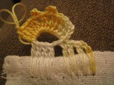 Bico de Crochet  - Diferente  Passo a Passo - PAP  Ofereço a quem interessar este bico de crochet  feito em uma só carreira.  Por primeiro, ...