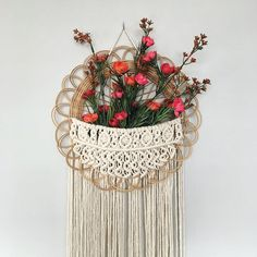 Want to win this wall basket + a number of other goodies? Check out my last post to enter an amazing giveaway! 👉 Giveaway closes at 12 midnight tonight EST so get your entries in before then! Macrame Design, Macrame Art, Macrame Projects, Macrame Knots, Baskets On Wall, Wall Basket, Diy Arts And Crafts, Diy Crafts, Macrame Tutorial