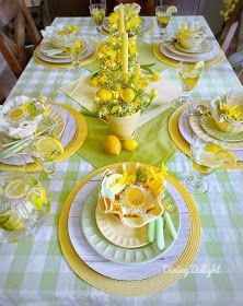 Dining Delight: Mother's Day Lemon Themed Tablescape Easter Table Settings, Thanksgiving Table Settings, Yellow Dinner Plates, Mothers Day Dinner, Lemon Party, Beautiful Table Settings, Deco Table, Decoration Table, Dinner Table