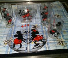 Minnie Y Mickey Mouse, Mickey Love, Cozinha Do Mickey Mouse, Disney Dorm, Mickey Mouse Decorations, Disney Furniture, Lemon Kitchen Decor, Disney Kitchen, Girl Dress Patterns