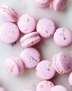 Gold splattered French macarons filled with punchy pink peppercorn buttercream and luscious bittersweet chocolate ganache. Perfect for this Valentine's Day! Valrhona Chocolate, Chocolate Ganache, Pink Chocolate, Pink Macaroons, Vanilla Macarons, Watermelon Cake, Macaron Recipe, Macaron Cake, Savoury Cake