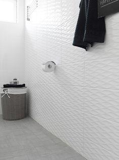 Kohde 20 - Honka Harmonia Toilet Paper, Building A House, Tiles, Bathtub, Shower, Bathroom, Finland, Decor, Room Tiles