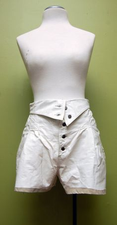 Pregó Made in the USA White Leather HIgh Waisted Shorts Size 9/10 w/Buttoned Waist Embellishment, Lining and FREE SHIPPING