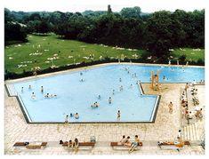 Andreas Gursky pool scene