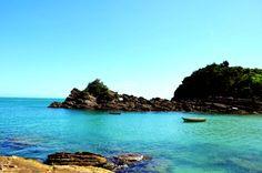 As praias mais lindonas de Arraial do Cabo, Búzios e Cabo Frio Um guia com as melhores praias para você estender a canga (e a sua estadia) nas três cidades da Região dos Lagos, no Rio