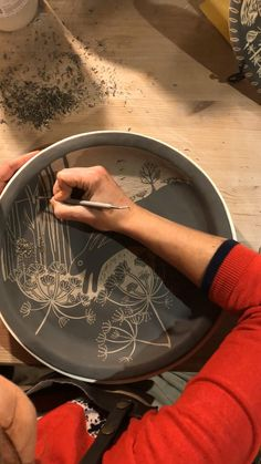 This is 3hours of carving condensed into 30 seconds! The platter is made from white stoneware and I carve, freehand, through a layer of black slip to reveal my running hare design. #handmadeceramic #hares #sgraffito #sgraffitopottery #blackandwhite #blackandwhiteceramics #potterymaking #timelapsevideo #potterytimelapse #countryhomedecor #countryside #yorkshireartist #potterylove #ceramicartist #techniques #satisfying #fascinating Slab Pottery, Pottery Plates, Ceramic Pottery, Ceramic Wall Art, Ceramic Painting, Pottery Lessons, Slab Ceramics, Pottery Patterns, Pottery Videos