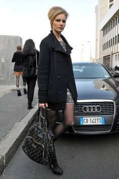 I love everything about this from the hair, to themake up, the outfit and especially the car